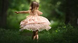 tańcząca dziewczynka